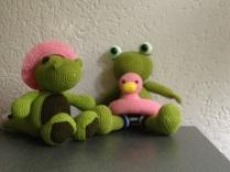 Alligator en kikker met zwemband