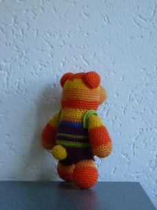 Regenboog beer met stoere tuinbroek