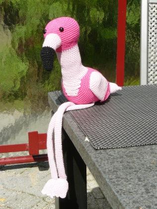Op basis van het ooievaarpatroon een flamingo bedacht